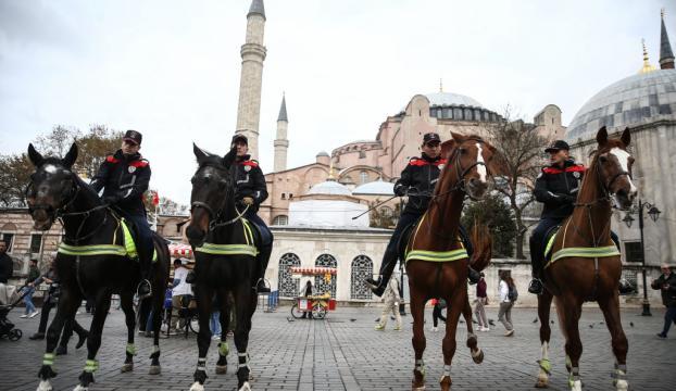 """""""Atlı Birlikler"""" Sultanahmette devriyeye başladı"""