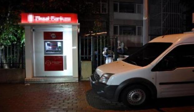 ATMyi soydular; paraları bırakıp kaçtılar