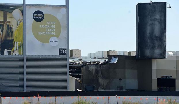 Uçak alışveriş merkezine düştü: 5 ölü