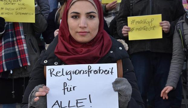 Avusturya başörtüsüne yasak getirmek istiyor