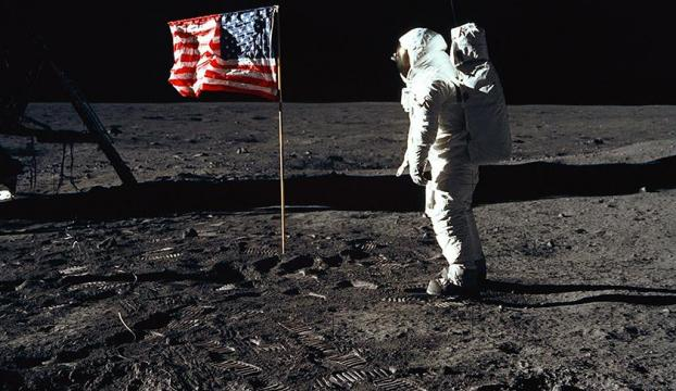 Aya ayak basan son astronot Gene Cernan öldü