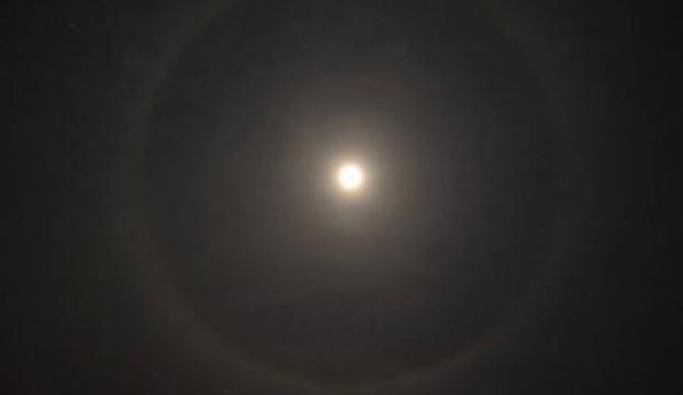 Ayın etrafındaki çember hayran bıraktı