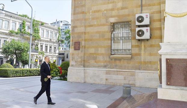 Azerbaycan Cumhuriyeti 102. yılını kutluyor