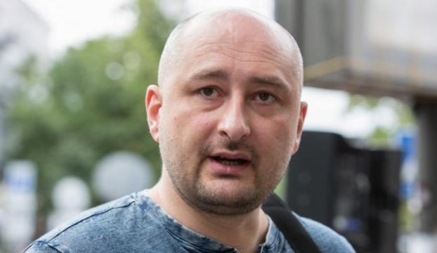 Öldürüldüğü duyurulan gazeteci basın toplantısı yaptı