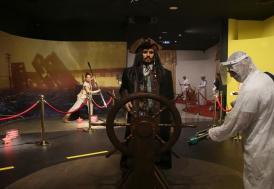 Balmumu müzesindeki heykeller titizlikle dezenfekte ediliyor