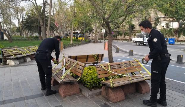 Üsküdar Meydanındaki oturma banklarına şerit çekildi