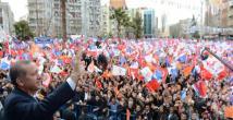 Başbakan Erdoğan'a bayraklı çoşku seli