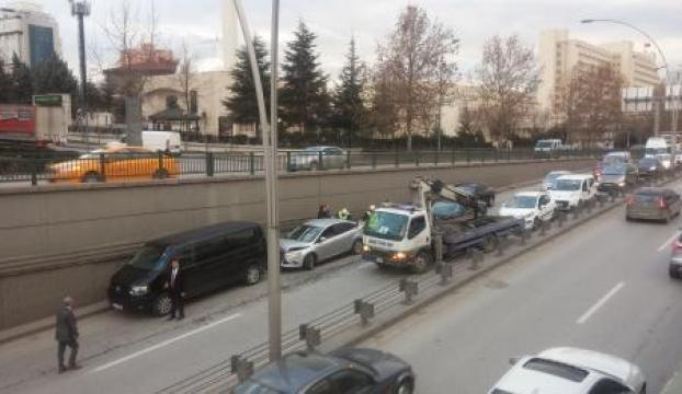 Başbakanlık koruma araçları zincirleme kazaya karıştı