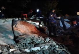 Batman'da 2 katlı ev çöktü: 1 ölü, 6 yaralı