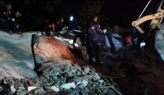 Batmanda 2 katlı ev çöktü: 1 ölü, 6 yaralı