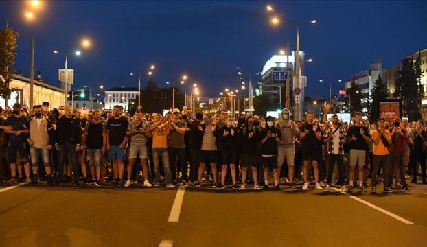 Belarusta seçim sonuçlarını protesto gösterileri gece boyunca devam etti