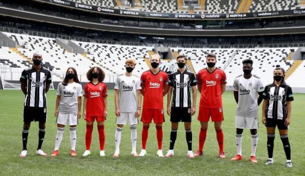 Beşiktaş Futbol Takımının yeni sezon formaları tanıtıldı