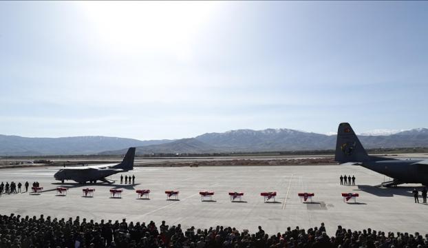 Bitliste helikopter kazasında şehit olan 11 asker için Elazığda uğurlama töreni düzenlendi