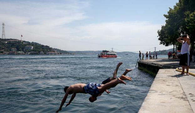 İstanbullular Boğazda serinledi