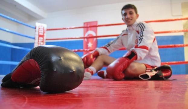 Karslı boksör rakiplerine havlu attırıyor