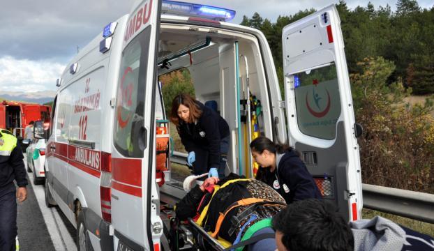 Konyada öğrenci servisi devrildi: 2 ölü 41 yaralı