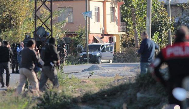 Adanada bomba düzenekli araç ile sürücüsü yakalandı