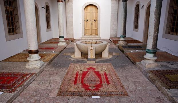 Saraybosna camilerinin asırlık seccadeleri