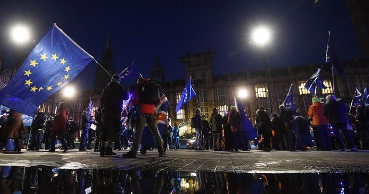 İngiliz parlamentosu Brexit'in ertelenmesi önergesini kabul etti