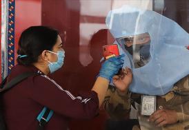 Kovid-19 semptomlarını hafif geçiren kişiler virüsü en fazla 10 gün içinde bulaştırıyor olabilir