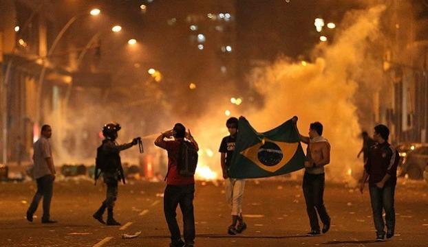 Brezilyada ordu birlikleri kent sokaklarında