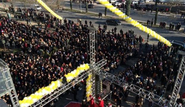 Bu kalabalık kimin için toplandı?