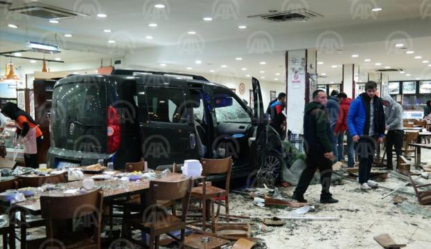 Bursada restorana giren araç