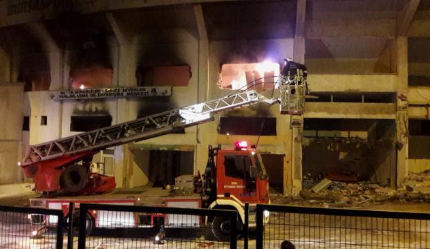 Yıkımı devam Bursa Atatürk Stadında yangın