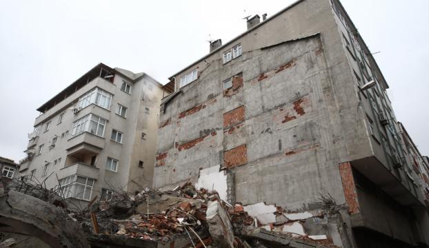 Cami yenileme çalışması apartmana zarar verdi