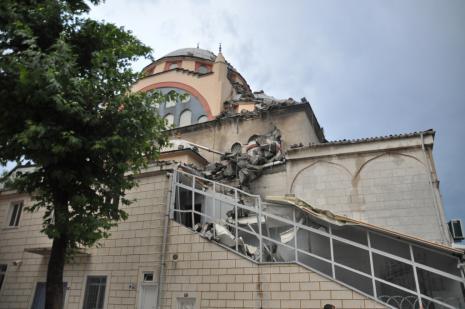 Küçükçekmece'de cami minaresi yıkıldı