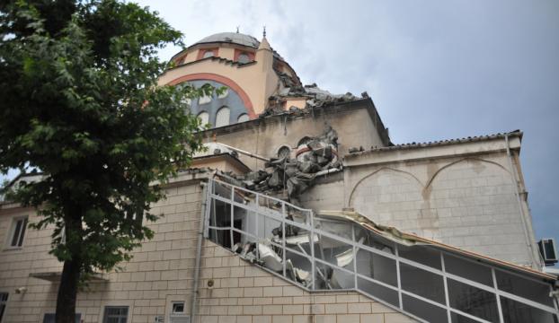 Küçükçekmecede cami minaresi yıkıldı