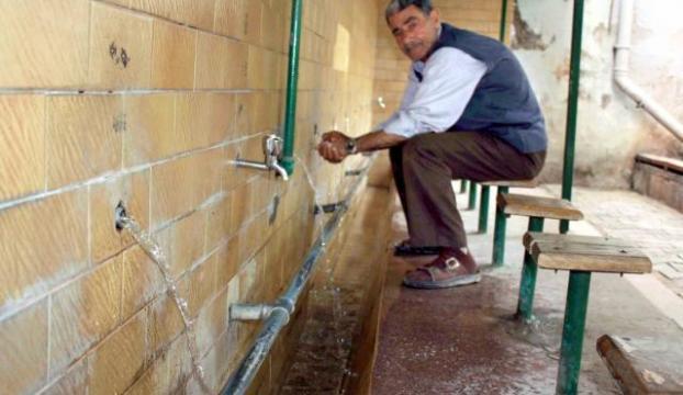 Caminin musluklarını çaldılar