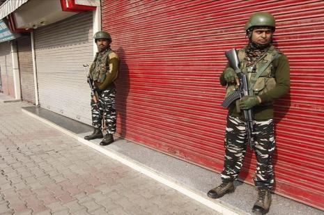 Özel statüsünün kaldırılmasının birinci yılında Cammu Keşmir'de sokağa çıkma yasağı