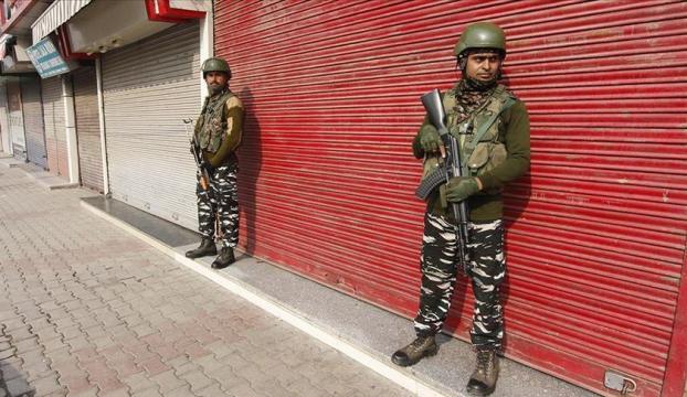 Özel statüsünün kaldırılmasının birinci yılında Cammu Keşmirde sokağa çıkma yasağı
