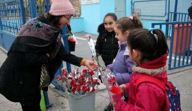 Çiçekçilerin Öğretmenler Günü mesaisi