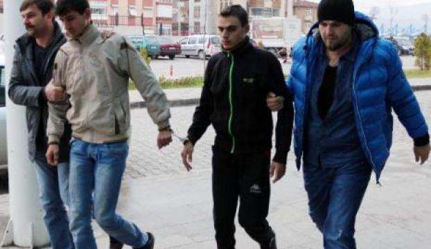 Cinayet şüphelisi 3 suriyeli yakalandı, 60 kişi adliye önünde toplandı