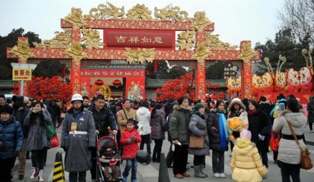 Çinliler Yılan Yılını kutluyor