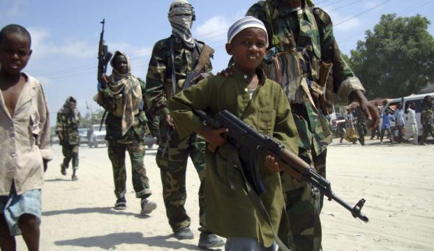 Somalide çocuk askerler savaşıyor