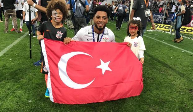 Colin Kazımdan Türk bayraklı paylaşım