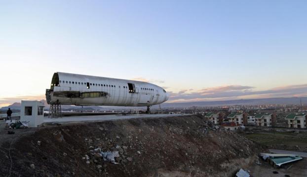 Yolcu uçağını restorana dönüştürüyor