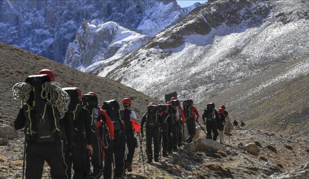 Demirkazık Dağında kaybolan dağcı ölü bulundu