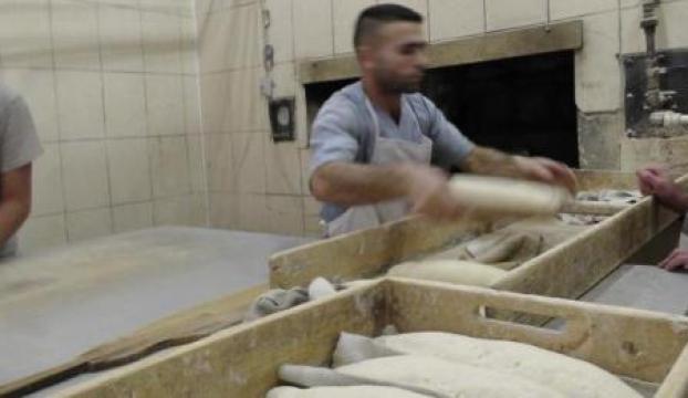 Dar gelirliler için ekmeği ucuz satıyor