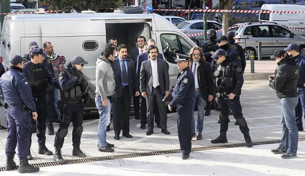Yunanistan 8 darbeci askerleri iade etmedi