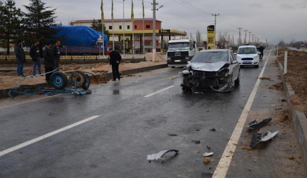 At arabasıyla çarpıştı: 1 ölü, 2 yaralı