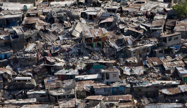 Papua Yeni Ginede 270 bin depremzede yardım bekliyor