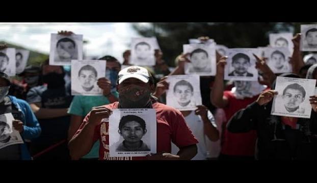 Devlet Başkanı kaybolan gençlerin aileleriyle bir arada