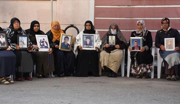 """Diyarbakır annelerinin """"evlat nöbeti"""" devam ediyor"""