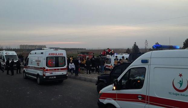 Diyarbakırdaki terör saldırısında 1 metrelik çukur oluştu