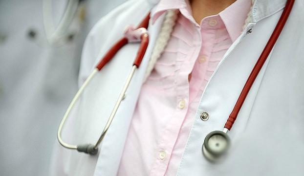 Mersinde hasta, sağlık çalışanını darbetti