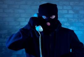 Telefonda kendilerini polis olarak tanıtarak dolandırıcılık yapan şüpheliler yakalandı